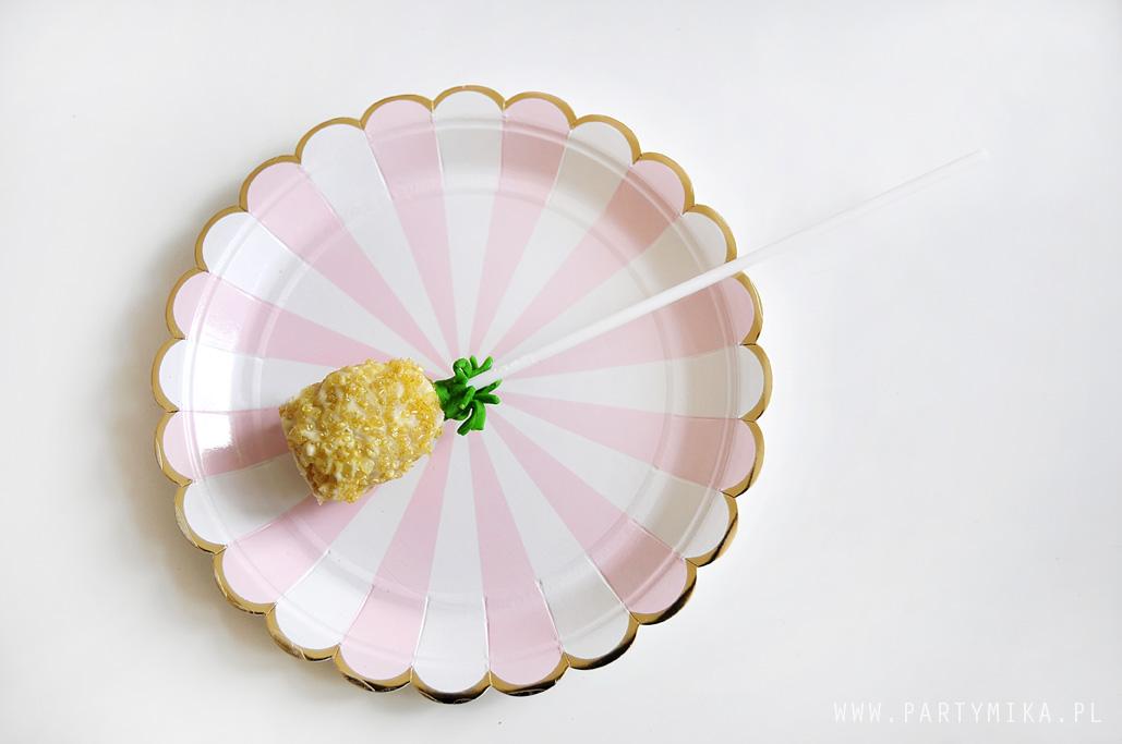 papierowe-talerzyki-rozowe-ze-zlotem