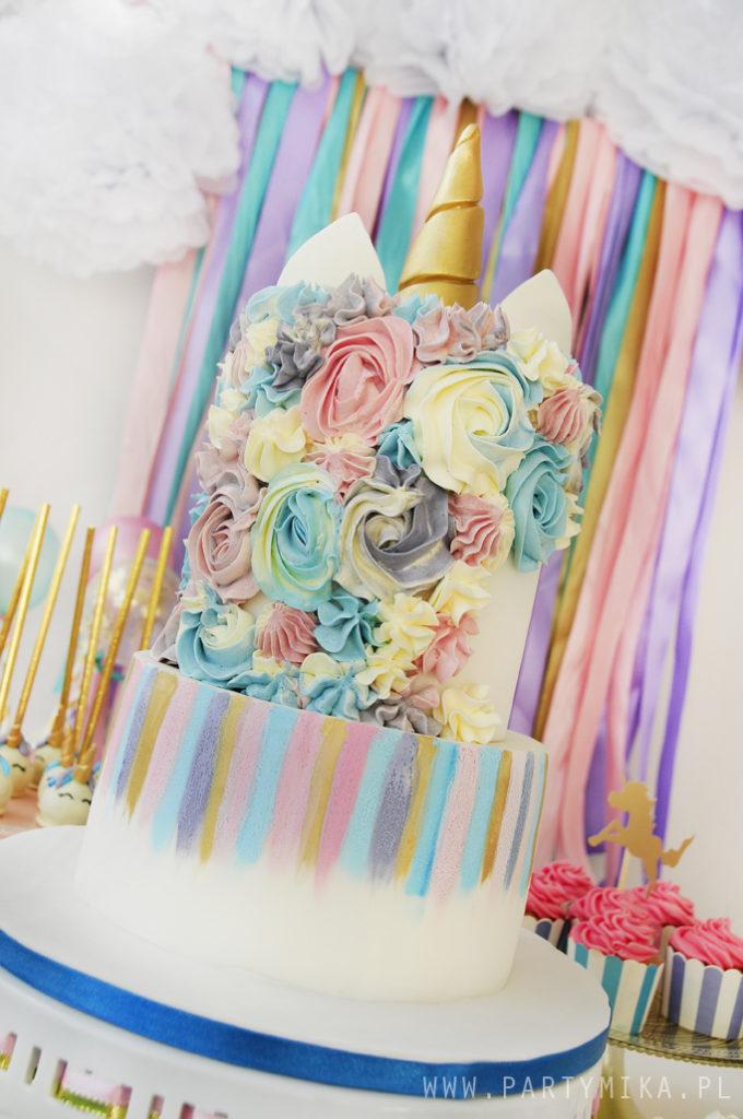 unicorn cake with gold