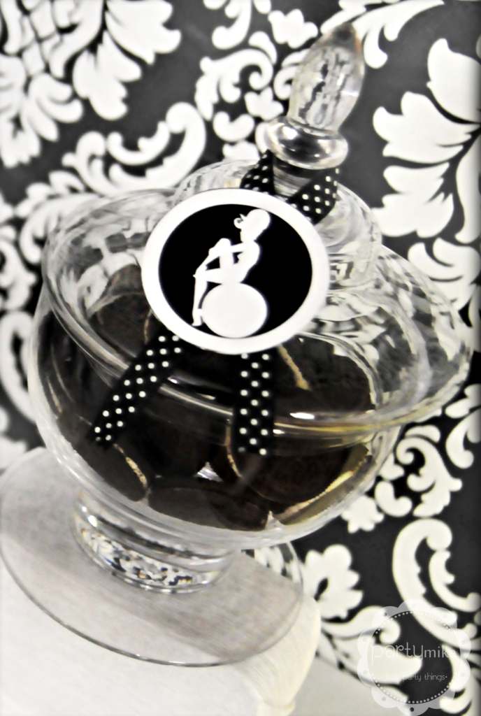 b&w glass jar
